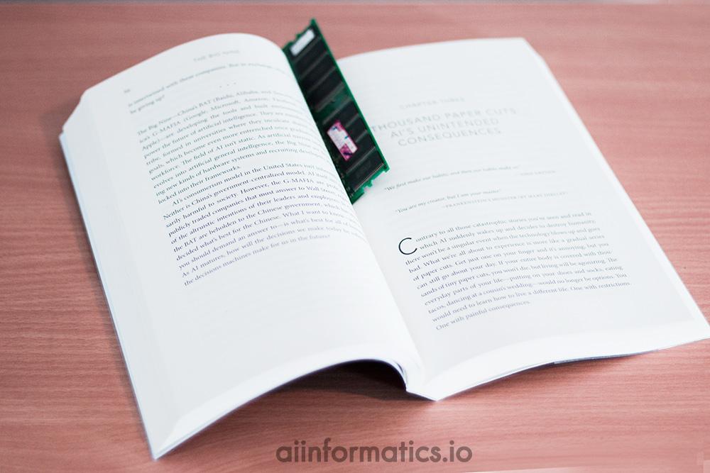 หนังสือ the Big Nine เขียน โดย Amy Webb
